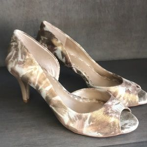 Gold and sparkle open toe sz 8 NWOT